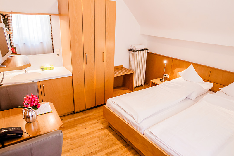 Double room with shared bathroom- Hotel Martinihof in Münster